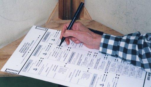 Kolejny sondaż polityczny: PO w dół, PiS w górę. Coś się zaczyna zmieniać