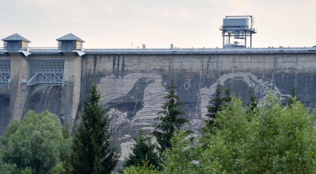 Ekologiczny mural na zaporze w Solnie