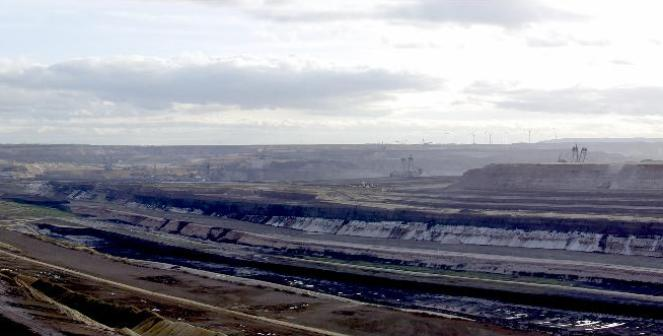 Kopalni odkrywkowa węgla brunatnego Garzweiler w Niemczech