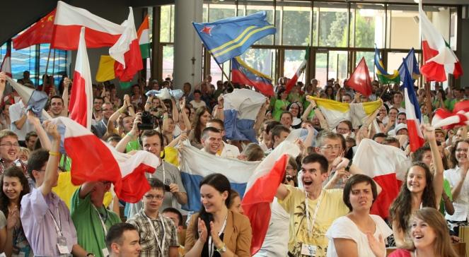 Polacy na mszy w Łagiewnikach cieszą się z decyzji papieża: Światowe Dni Młodzieży w 2016 roku będą w Krakowie