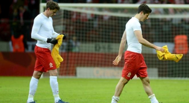 Piłkarze reprezentacji Polski Robert Lewandowski (P) i Sebastian Boenisch (L) po meczu eliminacyjnym mistrzostw świata z Ukrainą