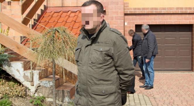 Policja zatrzymała sprawcę tragicznego pożaru w Jastrzębiu Zdroju, w którym zginęła matka i czworo dzieci w wieku od 4 do 18 lat. Dariusz P. jest mężem i ojcem ofiar