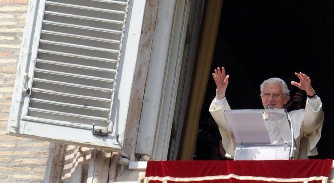 Papież Benedykt XVI podczas pożegnalnej modlitwy Anioł Pański (24.02.2013)