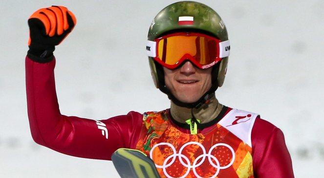 Kamil Stoch cieszy się po zwycięstwie w konkursie skoków narciarskich na dużej skoczni w Soczi