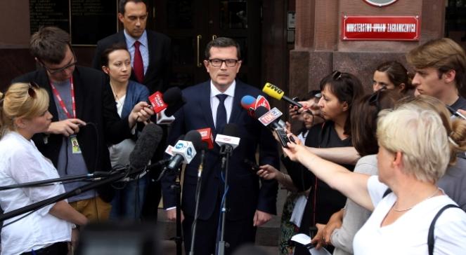 Rzecznik Ministerstwa Spraw Zagranicznych Marcin Bosacki podczas konferencji nt. działań MSZ w związku z informacjami o uprowadzeniu w Syrii polskiego fotoreportera Marcina Sudera