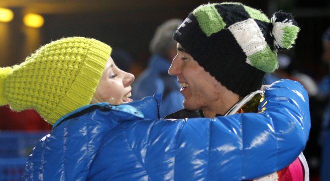 Kamil Stoch, mistrz świata na skoczni HS-134 przyjmuje gratulacje od swojej żony Ewy (P) podczas mistrzostw świata w narciarstwie klasycznym w Predazzo, w regionie Val di Fiemme