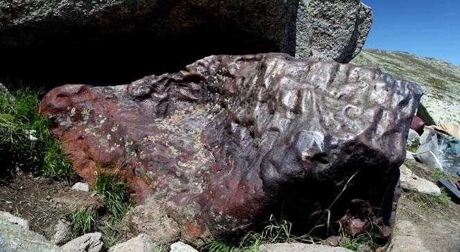 Meteoryt Ałtaj o długości 2,2 m i szerokości 1, 25 m, odkryty w północno-zachodniej części Chin. 17 lipca 2011. PAPPhotoshot