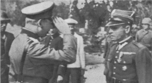 Kapitulacja Westerplatte. Po prawej mjr Henryk Sucharski, któremu salutuje niemiecki oficer.