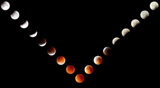 Kolejne fazy zaćmienia Księżyca z 28.08.2007r. - kolaż zdjęć