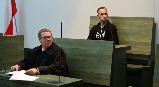 Adam Nergal Darski (P) i jego obrońca Jacek Potulski (L) w Sądzie Najwyższym w Warszawie.