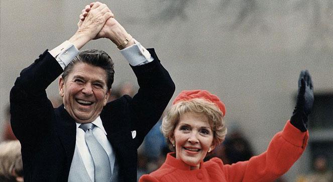 Waszyngton, 20.01.198. Ronald Reagan i jego żona Nancy podczas inauguracji prezydentury. Wikipediadomena publ. Źr. : White House Photographic Office