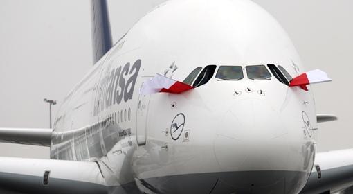 Największy samolot pasażerski świata Airbus A380 na warszawskim Okęciu