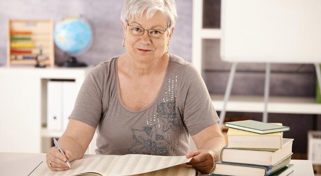 Zgodnie z przepisami byli nauczyciele mogą podejmować pracę tylko poza szeroko rozumianym szkolnictwem.